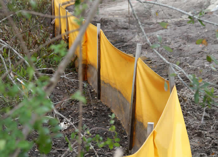 staked silt barrier fence
